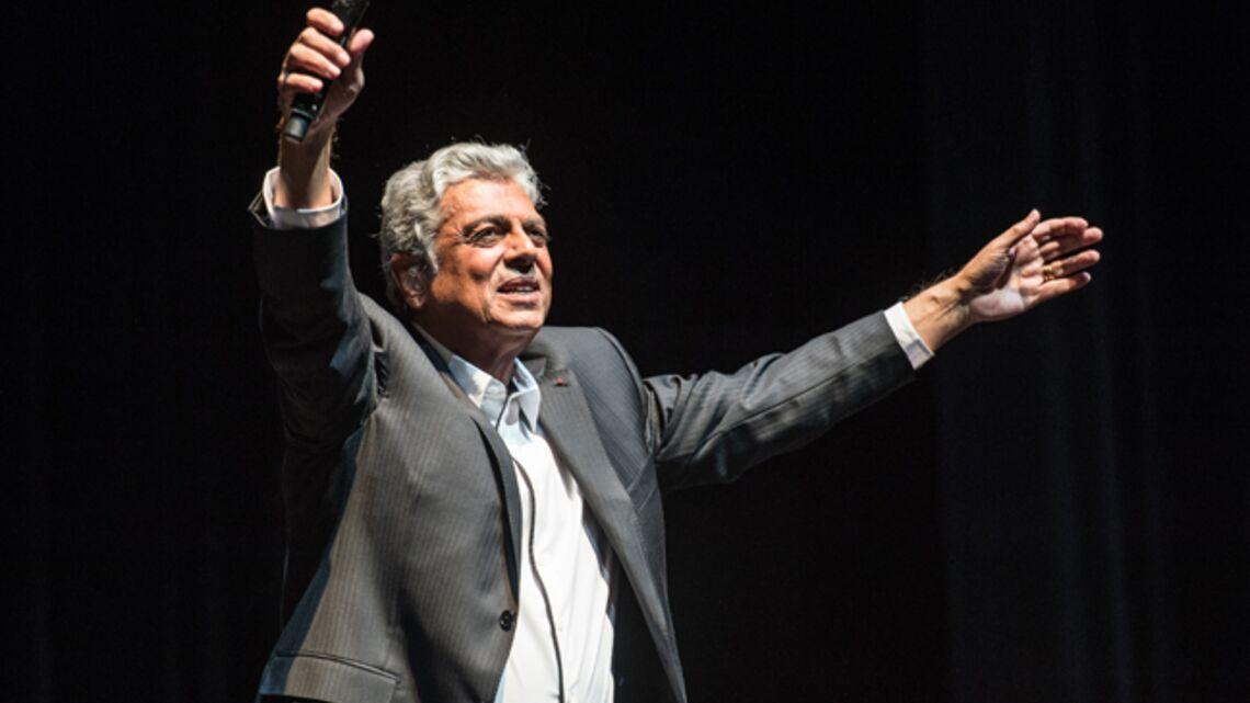 Enrico Macias souffle ses bougies avec les Sarkozy