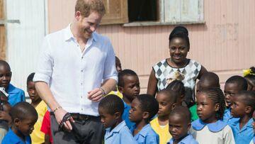 PHOTOS – Le prince Harry, meilleur ami des enfants lors de son voyage sur l'île de Barbuda