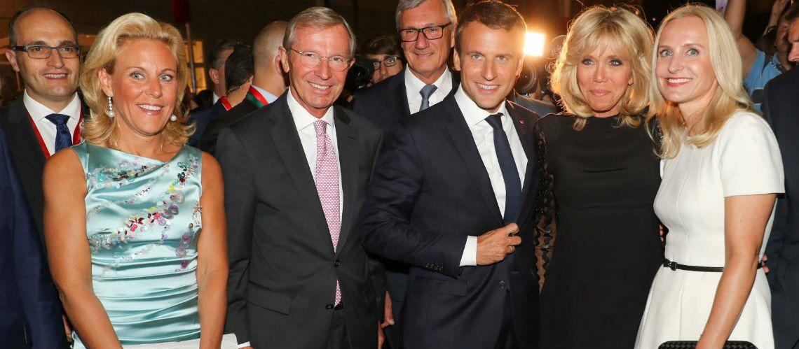PHOTOS – Brigitte Macron très élégante en robe courte noire et manches transparentes en Autriche