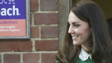 PHOTOS – Kate Middleton, si belle et élégante dans un tailleur vert sapin