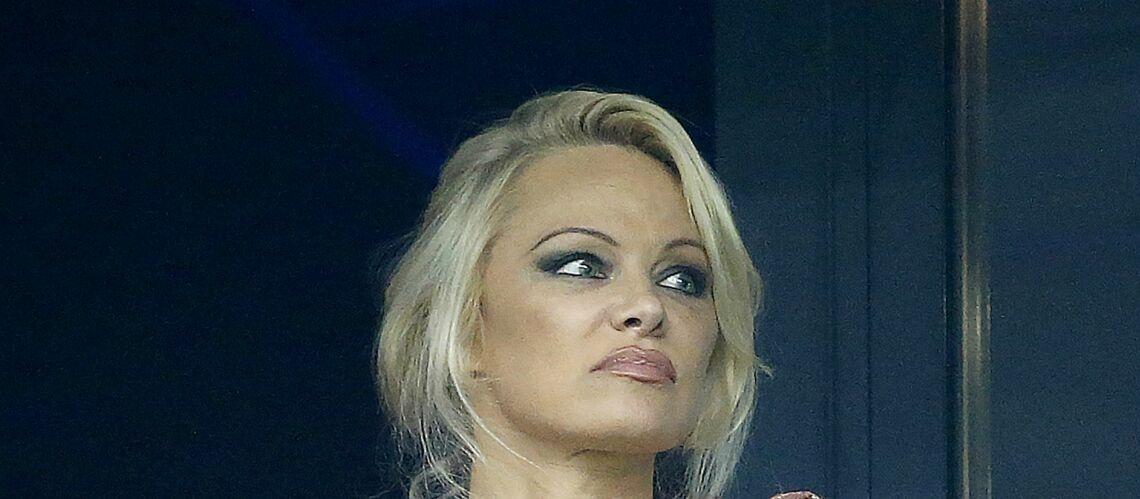 PHOTOS – Pamela Anderson: À Marseille, elle soutient Adil Rami, son amour blessé