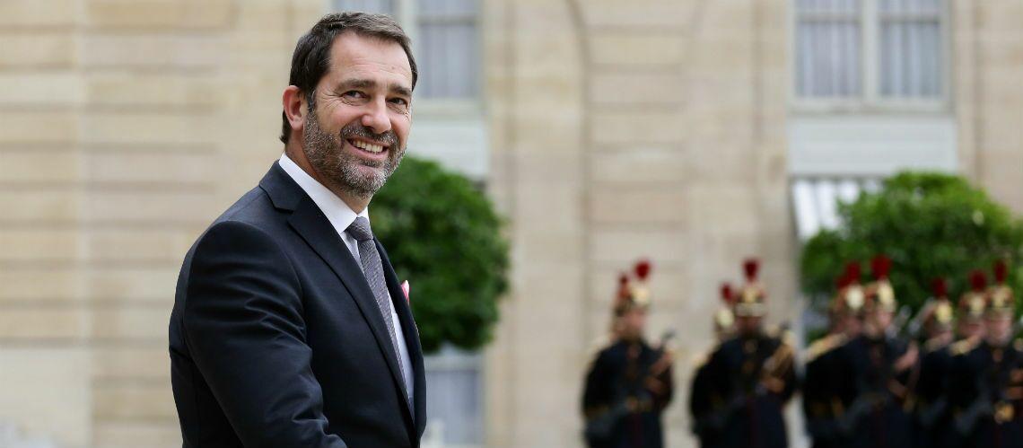 """PHOTO – Christophe Castaner, le chouchou d'Emmanuel Macron n'a pas toujours été """"le beau gosse charmeur"""" du gouvernement"""