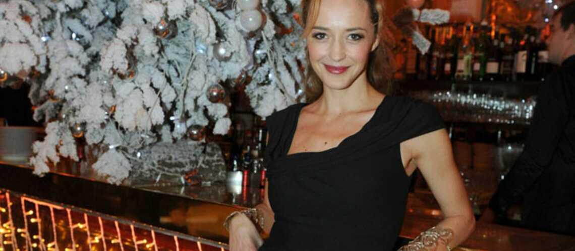 Hélène de Fougerolles rayonnante au prix Grand Colbert