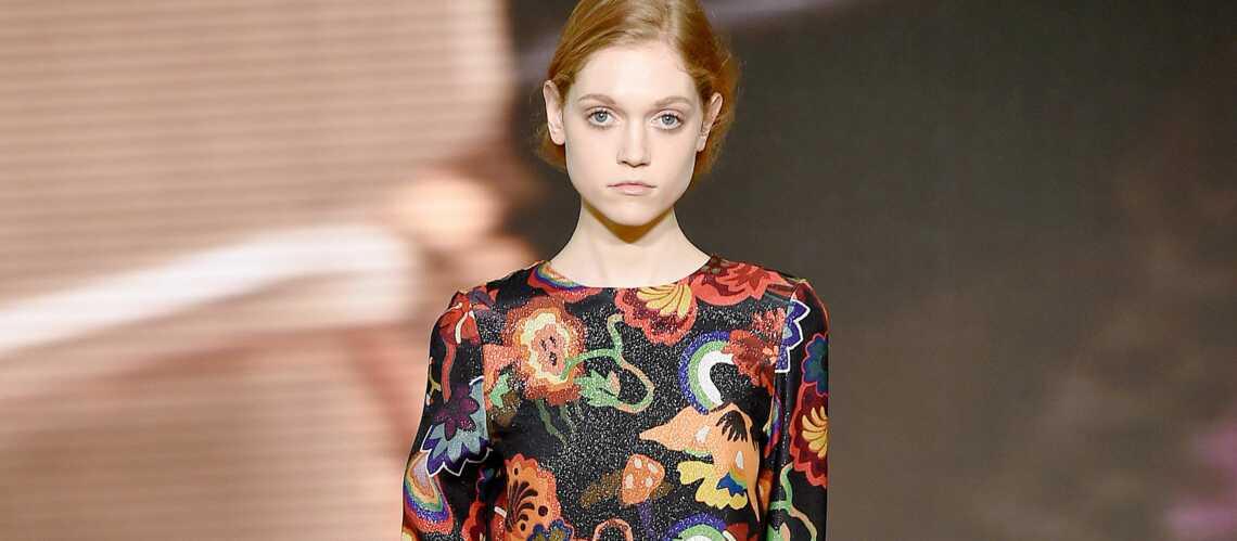 Fashion Week Londres: Fleurs, résilles, l'exubérance à fleur de peau