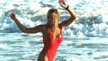 PHOTOS – Pamela Anderson: qu'est devenu son maillot de bain rouge d'Alerte à Malibu?