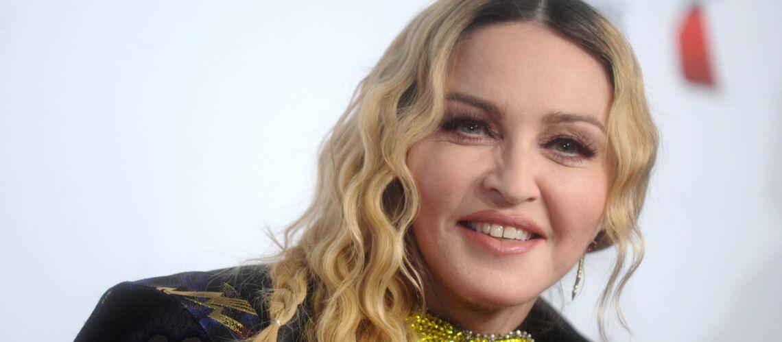 VIDEO – Quand les jumelles de Madonna s'amusent avec leur première Barbie