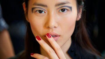 Fashion Week – Make-up graphique chez Anthony Vaccarello