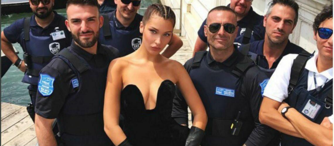 PHOTO – En bottes et body décolleté ultra sexy, Bella Hadid affole la police italienne!