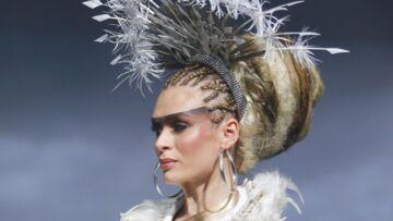 PHOTOS – Les extraordinaires coiffures du défilé Alexandre de Paris