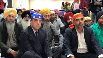 "PHOTOS – François Fillon et son bandana ""cassent inter­net"""