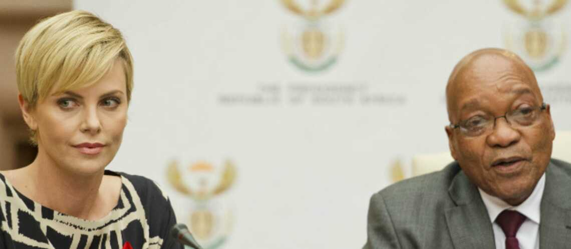Charlize Theron en Afrique du Sud pour la lutte contre le sida