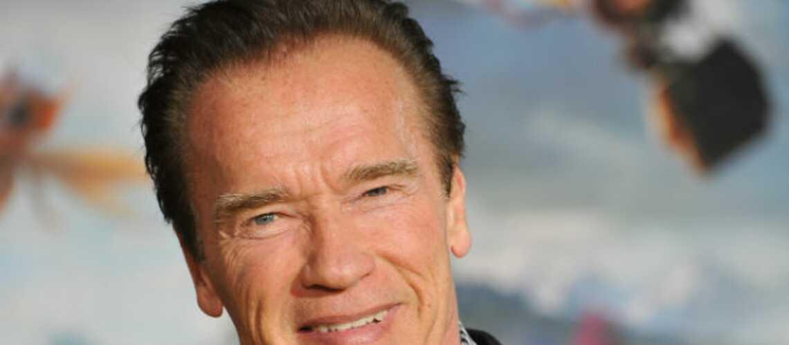 Arnold Schwarzenegger en mode robot T-800