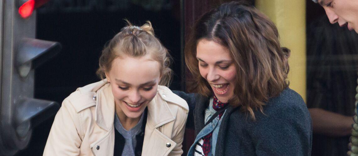 PHOTO – Shopping de Noël à Paris pour Lily-Rose Depp et sa tante Alysson Paradis