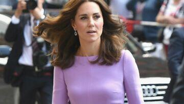 PHOTOS – Brigitte Macron, Kate Middleton, Kate Moss… célèbrent le retour du collant