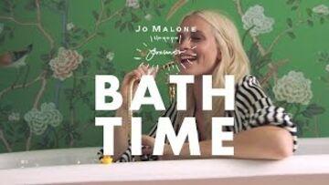 VIDÉO – Poppy Delevingne vous invite dans sa baignoire